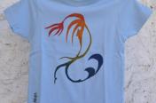 Mahcabra-camiseta-bebé-celeste-surfero-stancil